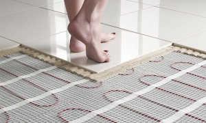 Какой теплый пол под плитку лучше: водяной или электрический?